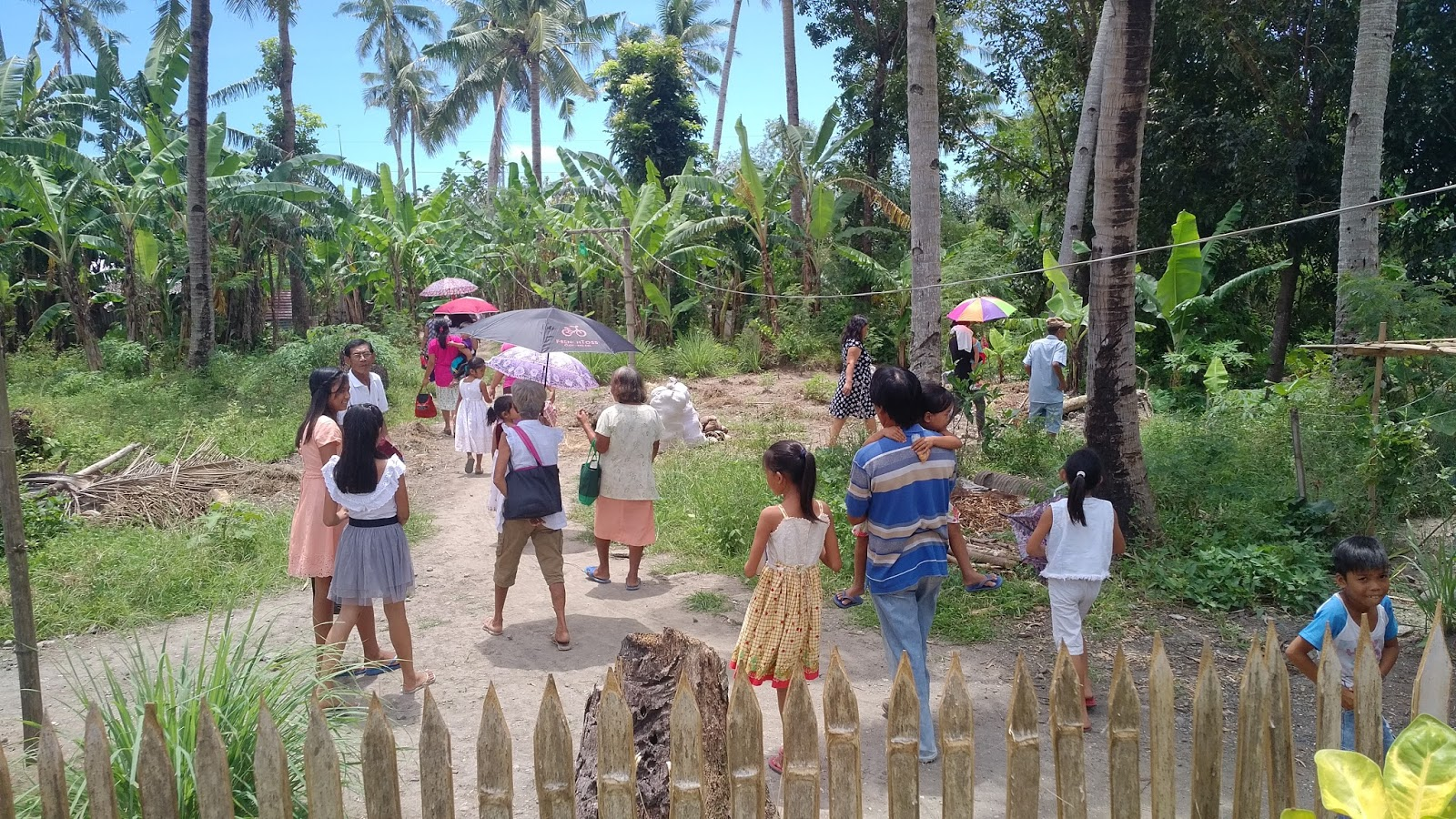 Leyte March 2017 people outside